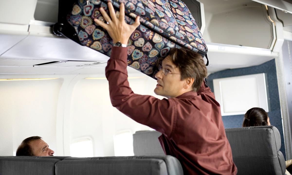 Thủ đoạn của những kẻ trộm lộng hành trên máy bay - VnExpress Du Lịch