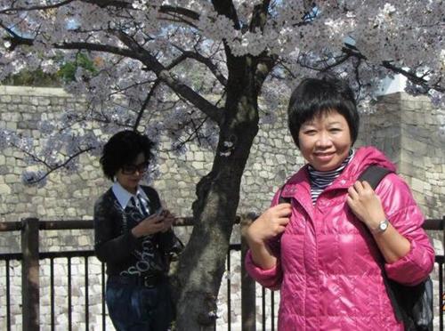 Chị Thưchụp ảnh lưu niệm tại núi Phú Sĩ, năm 2016.