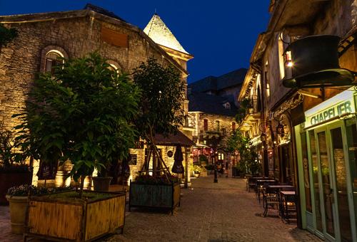 Sun Group làm mới hệ thống chiếu sáng tại làng Pháp giữa Bà Nà - ảnh 4