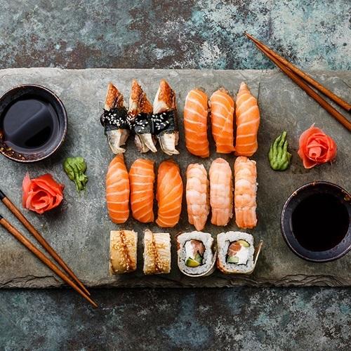 Cá biển có mặt trong nhiều món ăn của người Nhật. Ảnh: Obejones.