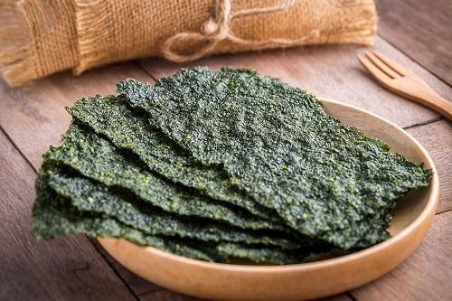 Rong biển nori khô có thể được dùng để cuốn sushi hoặc ăn vặt. Ảnh: Reader Digest.