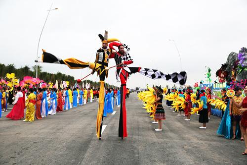 Các lễ hội ở Hạ Long níu chân du khách - ảnh 1