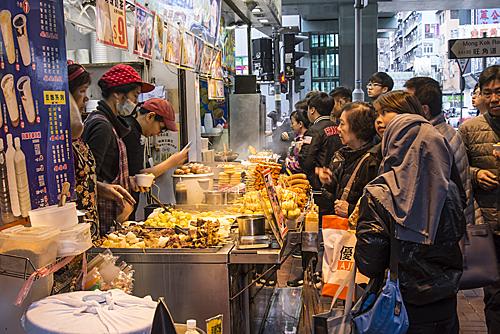 Khu ẩm thực đêm ở Hong Kong ngày càng trở nên đông đúc.