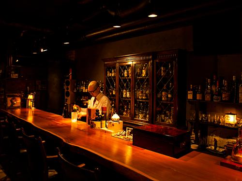 Quán bar có những luật ngầm mà không phải du khách nào cũng biết. Ảnh: Time Out.