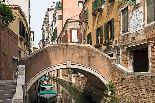 Nơi phụ nữ từng đứng khoe vòng một ở Venice - ảnh 1