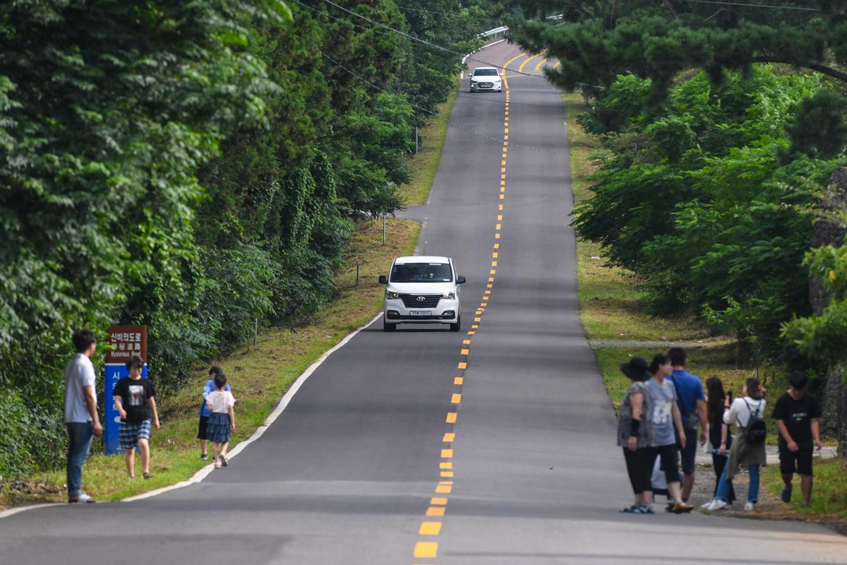 Con đường ôtô không nổ máy vẫn lên được dốc ở Hàn Quốc - Du Lịch