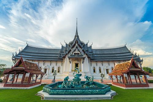 Công trình mô phỏng cung điện Sanphet Prasat là cung điện chính trong thời kỳ đầu Ayutthaya. Nó ban đầu được xây dựng dưới triều đại của vua Baromatrai Lokanat, vị vua thứ tám của Ayutthaya. Ảnh: Muang Boran.