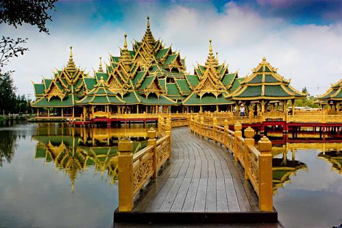 Giá vé vào cổng của Muang Boran là 700 baht (gần 530.000 đồng ) cho người lớn và 350 baht với trẻ em từ 6-14 tuổi (hơn 250.000 đồng). Ảnh:Jembatan Simpati.