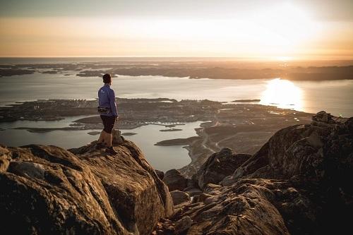 Hiện tượng mặt trời lúc nửa đêm gây ra rối loạn sinh học ở cơ thể người. Ảnh: Visit Greenland.