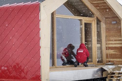 Một trạm trú ẩn mang đến sự an toàn và thoải mái ngay cả trong mùa đông bắc cực giá rét, đã được hiện thực hóa nhờ máy gia nhiệt Alteas One - một trong những giải pháp hàng đầu từ Ariston. Ảnh: Vi Ariston.