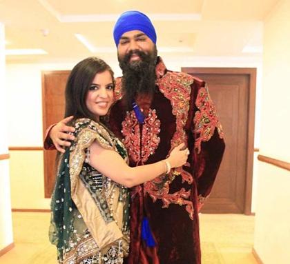 Hai vợ chồng Amitpal Singh Bajaj và Bandhna Kaur. Ảnh: Mirror.