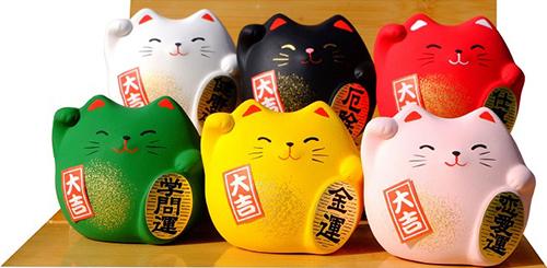 Du khách có thể mua mèo thần tài Maneki Neko như bùa cầu may cho người thân khi đến Nhật Bản. Ảnh: Gift for the orients.