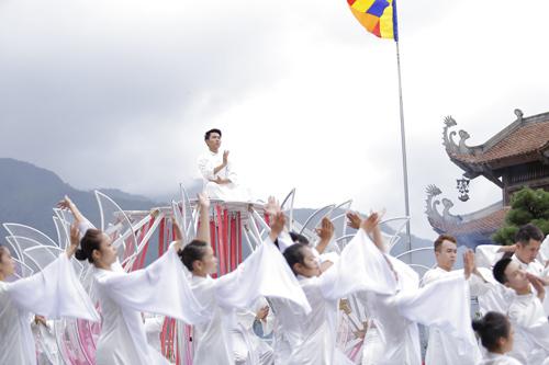 Vũ điệu trên mây còn đưa du khách đi vào thế giới từ văn hóa tới tâm linh, qua hành trình từ dưới núi lên tới đỉnh.