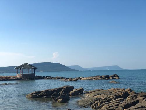 Đến Mũi Hang, bạn có thể lặn ngắm san hô, câu cá, cắm trại... Ảnh: Cao Nguyên.