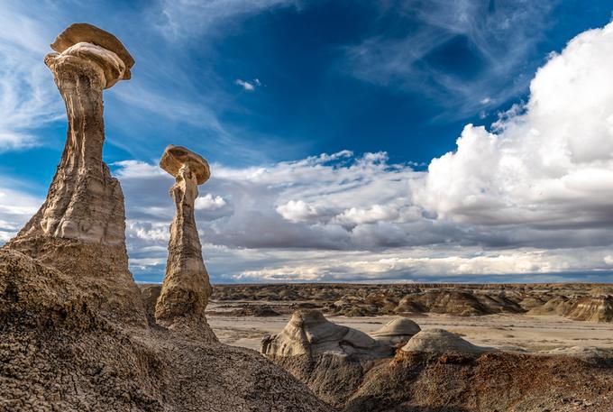 Sa mạc với những tảng đá đội mũ