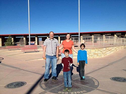 Giá vé để vào tham quan đài kỷ niệm là 5 USD (trẻ em dưới 6 tuổi được miễn phí). Ảnh: Tips of family trips.
