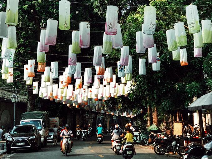 Phố Phùng Hưng treo đèn lồng Trung thu