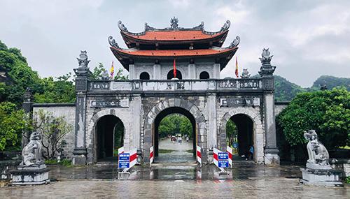 Giá vé vào cửa tham quan đền vua Đinh, vua Lêlà 20.000 đồng một người.