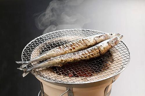 Cá thu đaoCá thu đao thường được người dân để nguyên con đem nướng cùng muối. Nó được yêu thích vì hàm lượng vitamin và dầu cá cao. Món ăn này thường ăn kèm với cốt chanh, củ cải hoặc rưới nước tương lên thịt cá cùng cơm mới, súp miso.