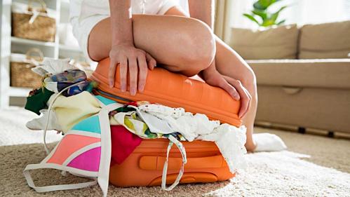 Nhiều người luôn gặp tình trạng thứ gì cũng muốn mang theo, dù du lịch ngắn ngày khiến hành lý vừa to, vừa nặng.