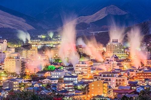 Thành phố Beppu là nơi có nhiều suối nước nóng nhất ở Nhật Bản. Ảnh: Envato.