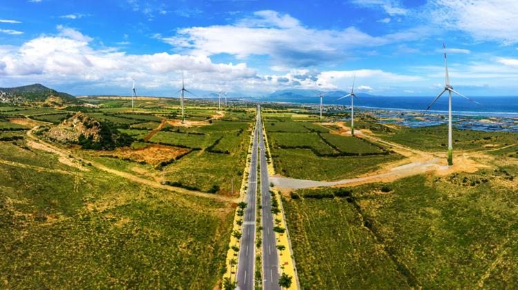 Địa hình và sức gió là lợi thế để Ninh Thuận phát triển năng lượng tái tạo. Ảnh: Shutterstock