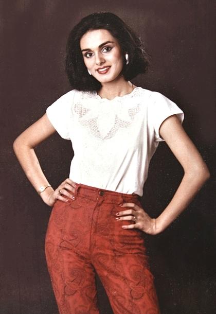 Tháng 3/1985, khi 21 tuổi, cô kết hôn với một doanh nhân do cha mẹ sắp đặt. Đó cũng là những tháng ngày tồi tệ nhất cuộc đời cô. Cô bị bỏ đói, và sút 5kg trong hai tháng. Khi muốn gọi điện về nhà, cô thậm chí còn phải vay tiền chồng. Ảnh: India Times.