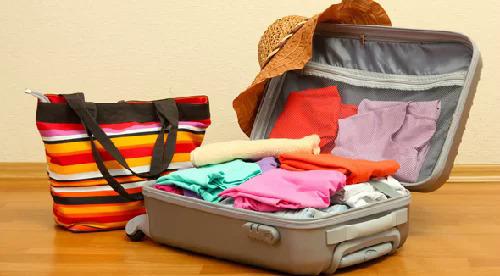 Mang hành lý vừa phải và quần áo nhẹ giúp bạn di chuyển dễ dàng hơn. Ảnh: Packlight.