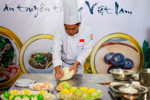 Các nghệ nhân ẩm thực nổi tiếng khắp 3 miền sẽ giới thiệu, hướng dẫn cách thực hiện những món ăn truyền thống của Việt Nam.