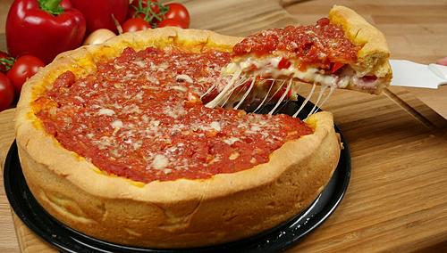 Pizza Chicago có phần đế dày, xốp và giòn. Ảnh: Amerikanisch Kochen.