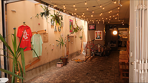 Không gian sáng tạo, phá cách cho một cửa hàng ramen (Ảnh: Glorious Gluttony)