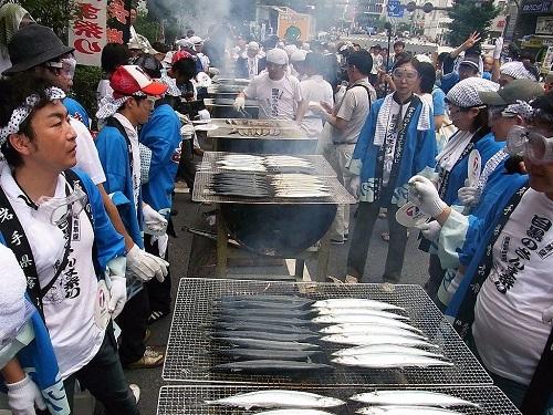 Mỗi năm, lễ hội cá thu đao sẽ được tổ chức ở các thành phố khác nhau. Ảnh: Hubber Japan.