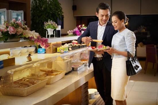 Khu vực buffet hội tụ tinh hoa ẩm thực Á - Âu.