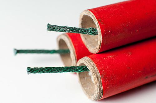 Các chất gây nổ và dễ cháy đều bị cấm nhập cảnh. Ảnh: Nypost.
