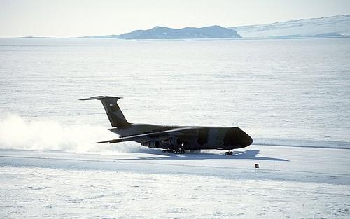 Nơi phi công phải hạ cánh dù không thấy đường băng