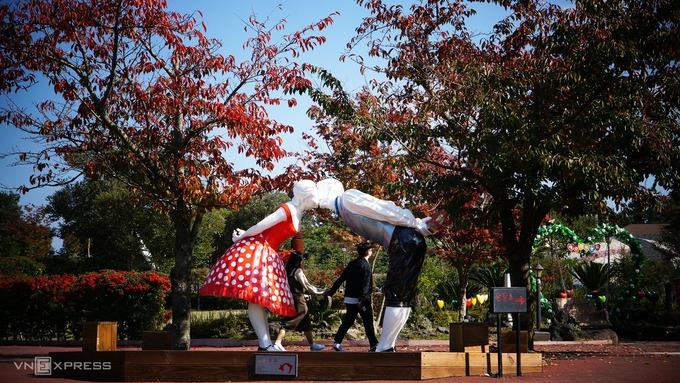Công viên khiến khách tham quan đỏ mặt