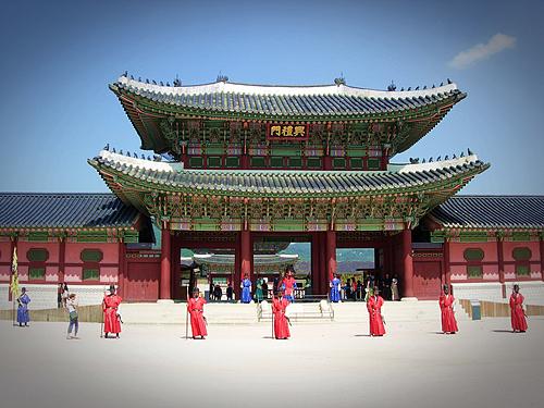 Cung điện Gyeongbokgung là một trong những điểm đến thu hút nhiều du khách chụp ảnh với Hanbok. Ảnh: Swan83kr.