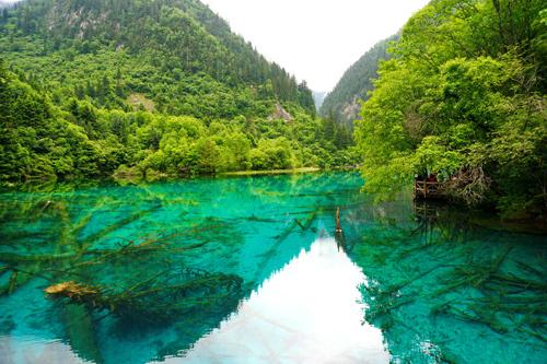 Cửu Trại Câu được UNESCO công nhận là Di sản thế giới (1992) và là một trong những điểm du lịch hút khách nhất ở Trung Quốc. Ảnh: pixabay.
