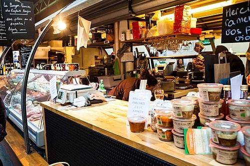 Thưởng thức ẩm thực ở khu chợ truyền thống là trải nghiệm không nên bở lỡ tại Paris. Ảnh: Food Detective.