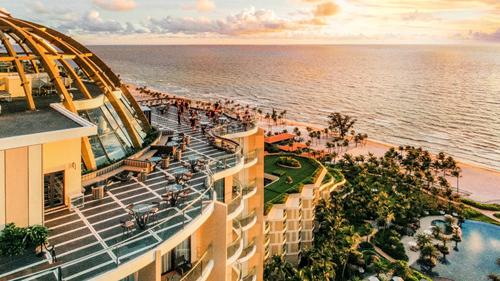 Quán bar tầng thượng INK 360 là nơi ý tưởng để chiêm ngưỡng cảnh hoàng hôn ấn tượng của Bãi Trường. intercontinental phu quoc long beach - InterContinental-1-1457-1571211142 - InterContinental Phu Quoc Long Beach Resort giành 4 giải thưởng du lịch