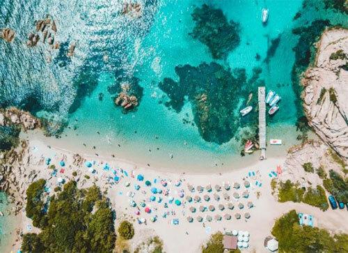 Nhiều du khách đã phải nhờ chính quyền giúp đỡ sau khi bị mắc kẹt trên đường đến các bãi biển trên đảo Sardinia. Ảnh: iStock.