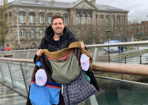 Năm 2018, Lee Cimino, 30 tuổi đến từ Anh tự thiết kế ra một chiếc áo khoác với những ngăn chứa đồ lớn, có sức chứa tương đương một vali nhỏ để có thể mang nhiều cân hành lý xách tay hơn. Ảnh: Lee Cimino.