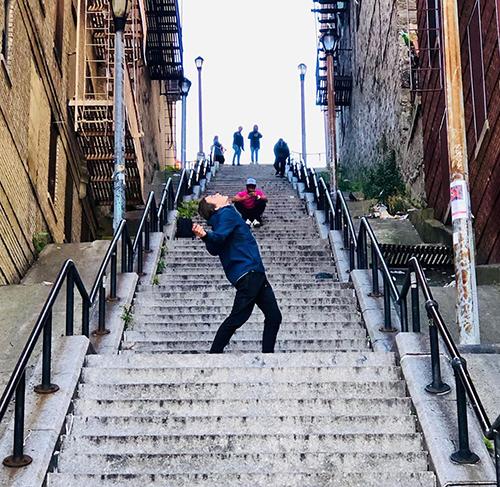 Cầu thang vô danh thành nơi hút khách nhờ bom tấn Joker - ảnh 1