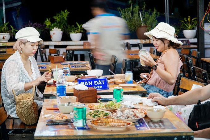 Chợ đêm đông khách nhất Phú Quốc  - Cho-dem-Phu-Quoc-Vnexpress1-1571649576_680x0 - Chợ đêm đông khách nhất Phú Quốc