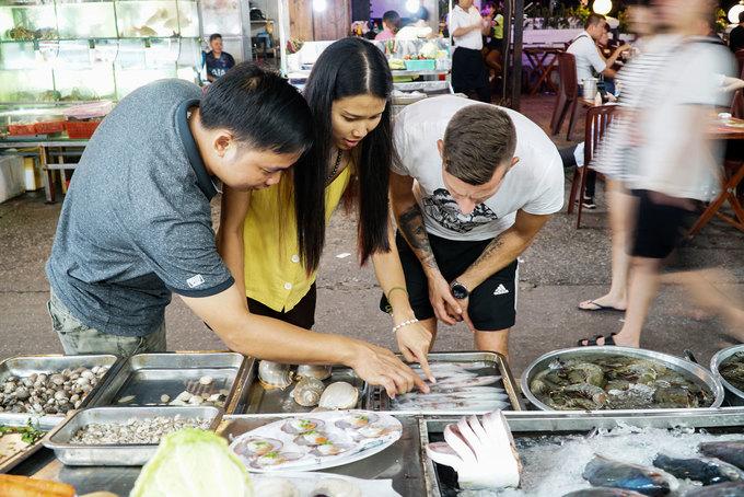 Chợ đêm đông khách nhất Phú Quốc  - Cho-dem-Phu-Quoc-Vnexpress6-1571646410_680x0 - Chợ đêm đông khách nhất Phú Quốc