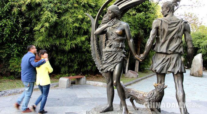5 bức tượng khách thích chạm vào phần nhạy cảm