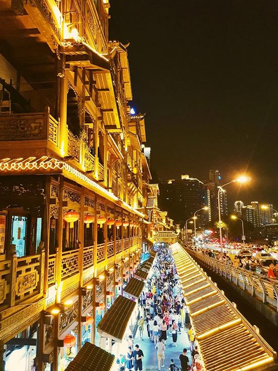 Vẻ đẹp Hồng Nhai Động ở Trùng Khánh