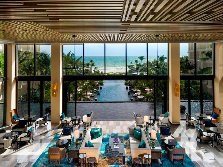 Sảnh tiếp tân tại InterContinental Phu Quoc Long Beach đón khách tại không gian mở, lộng gió biển, được bao quanh bởi hồ nước nhân tạo. bãi trường - BaiTruong-4-7069-1571908077 - Bãi Trường – điểm ngắm hoàng hôn ở Phú Quốc