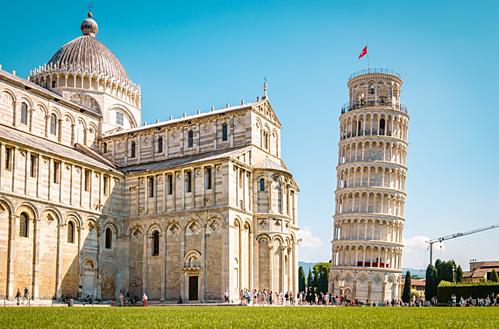 Vì sao tháp Pisa nghiêng theo nhiều hướng? - ảnh 1