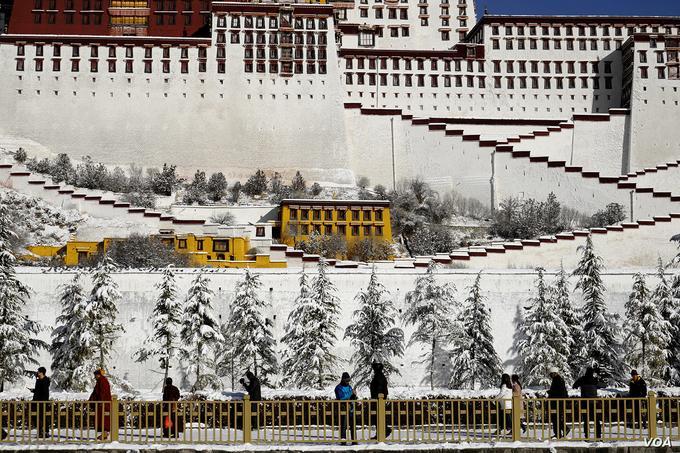 Tây Tạng phủ tuyết trắng trong mùa đông